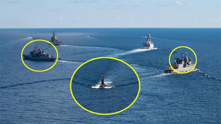 Son Dakika Haberler: Bayraklara dikkat! Türk ve Yunan savaş gemileri aynı anda...
