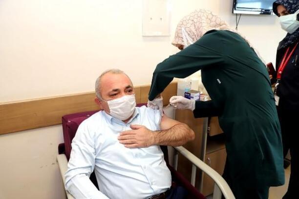 Çankırı Belediye Başkanı, koronavirüs aşısı oldu