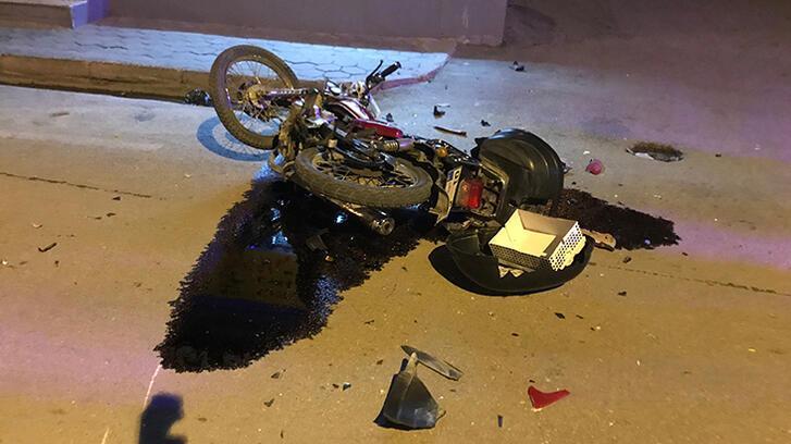 Motosiklet sürücüsüne çarpıp kaçtılar!