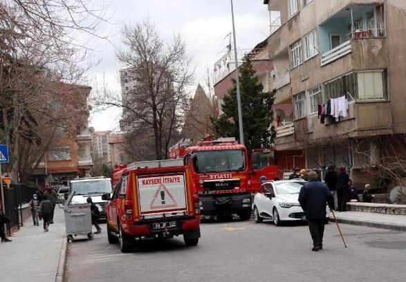 Kayseri'de balkona dökülen soba közünden çıkan yangın söndürüldü