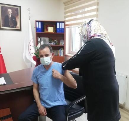 Orhangazi Kaymakamı Özçakıcı, Kovid-19 aşısı oldu
