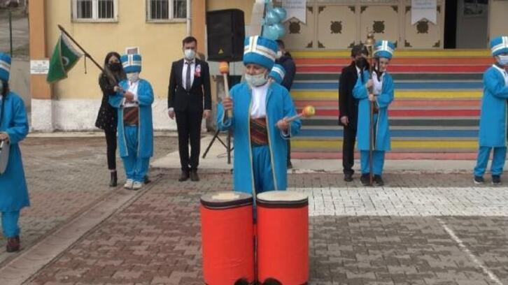 Kırıkkale'de, otizmli öğrencilerden mehteran gösterisi