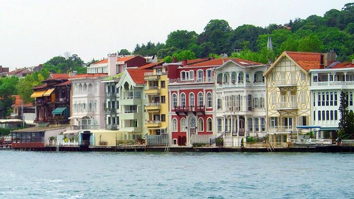 İstanbul Boğazı'nda eşsiz köşkler alıcısını bekliyor
