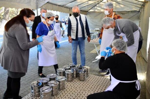 Manavgat Belediyesi'nden Ramazanda günde 1500 haneye sıcak yemek