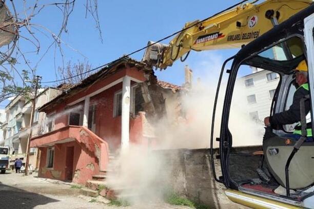 Kırklareli'de metruk binalar yakılıyor