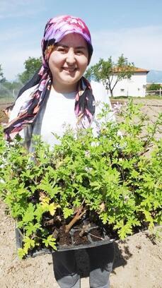 Balıkesir Büyükşehir Belediyesi'nin desteğiyle çiftçiliğe başladı