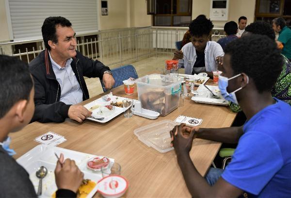 Osmangazi Belediye Başkan Dündar, misafir öğrencilerle iftar yaptı