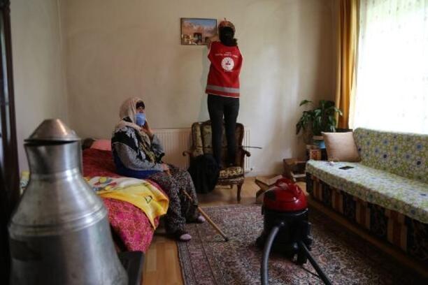 Vefa Destek Grubu'nun yaşlılara desteği sürüyor