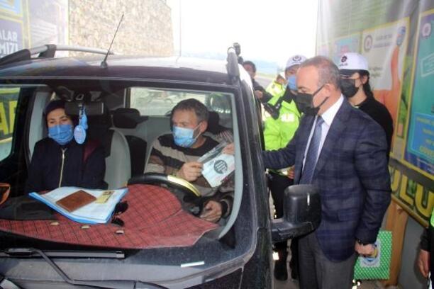 Vali Öner, maskeleri eskiyen sürücüleri uyardı