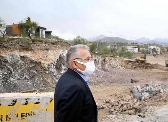 Başkan Büyükkılıç, yol yapım çalışmalarını denetledi