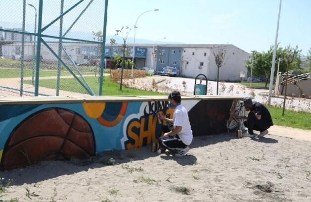 Nilüfer'de parklar graffiti ile renkleniyor
