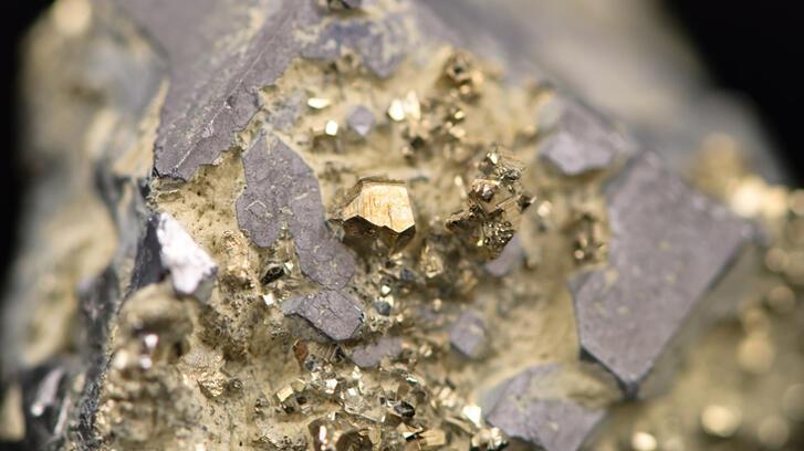 Altın madenciliğinde arama geliştirme çalışmaları için 10 milyar dolar gerekiyor