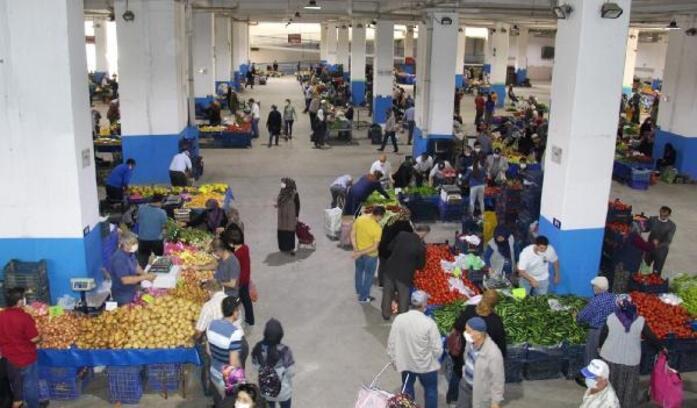 Bucak'ta halk pazarı kuruldu