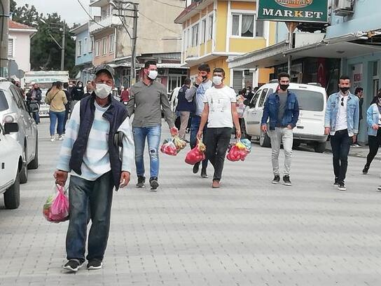 Manyas'ta pazar yerlerindeki ürünler kısa sürede tüketildi