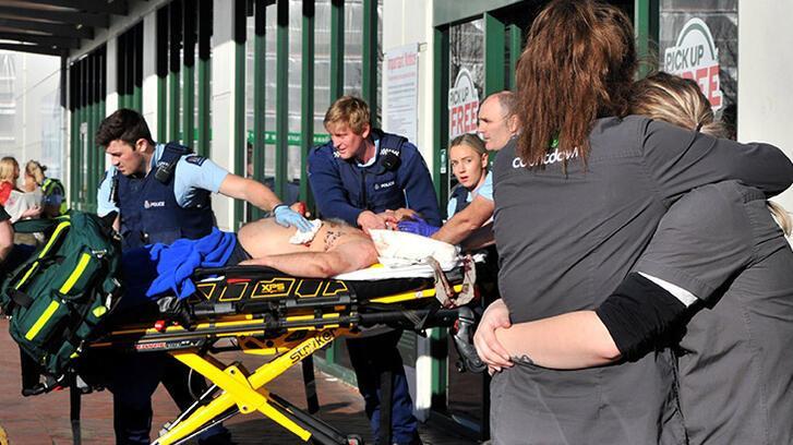 Süpermarkette bıçaklı saldırı! 5 kişi yaralandı