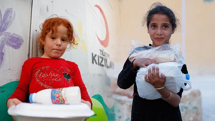 Mesut Özil'den, Suriyeli yetimlere iftar sofrası
