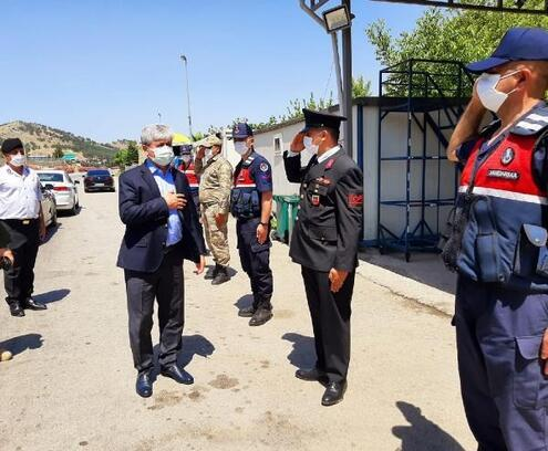 Hatay Valisi Rahmi Doğan, polis ve jandarma personeliyle bayramlaştı