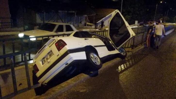 Otomobil su kanalına devrildi