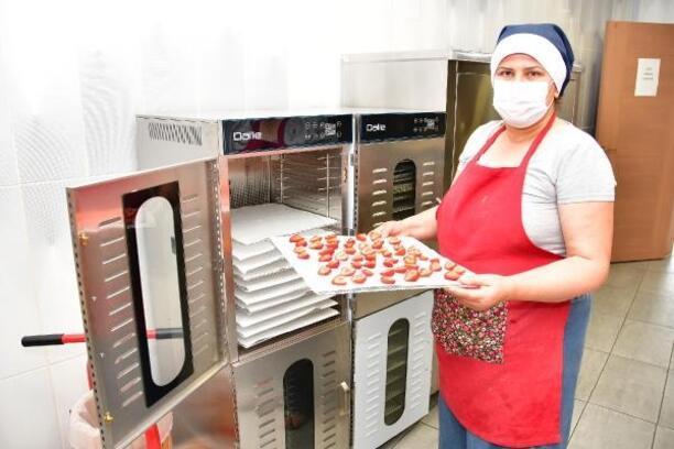 Narlıdere'nin üretici kadınları iş başında