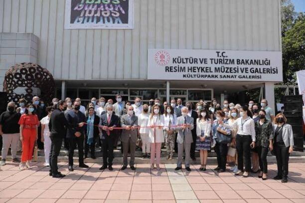 DEÜ Güzel Sanatlar Fakültesi öğretim elemanları karma sergisi açıldı