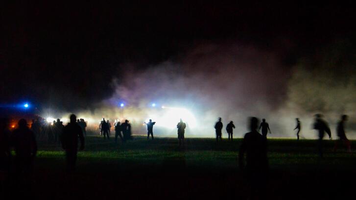 Fransa'da kalabalık partiye baskın ortalığı karıştırdı