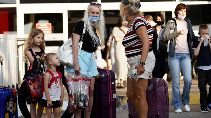 Rusya'dan ilk turist kafilesi geldi! Yasak kalktı, akın ediyorlar...