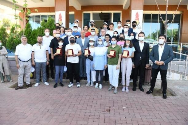 Mahçiçek, LGS'de başırılı öğrencileri kutladı