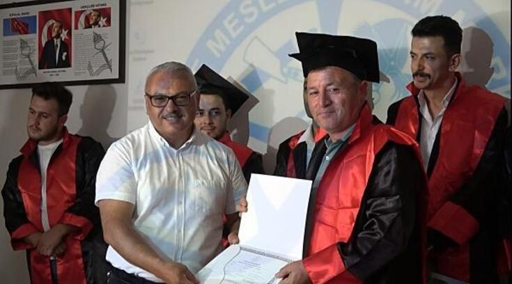 60 yaşında lise diploması aldı hedefi üniversite