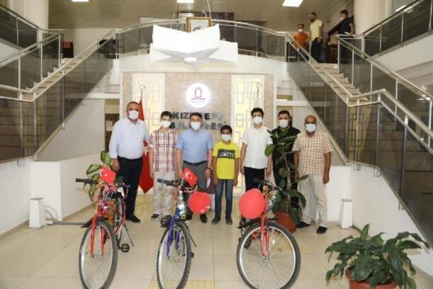 Kaymakam Çam'dan LGS'de derece yapan öğrencilere ödül