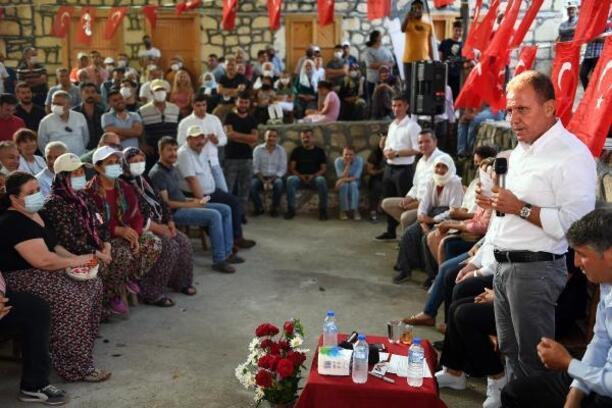 Başkan Seçer, Toroslar'da vatandaşlarla bayramlaştı