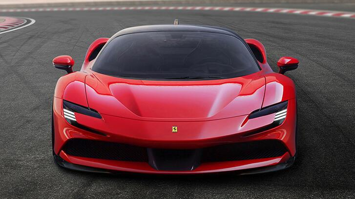 Ferrari SF90 Stradale'den tur rekoru
