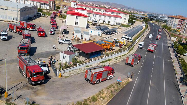 Azerbaycan'dan gelen 53 araçlık konvoy Afyonkarahisar'a ulaştı