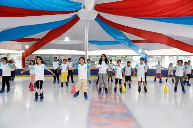 Çocuklardan 'buzda dans'