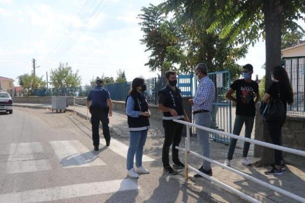 Keşan'da polis okul çevrelerinde uygulama yaptı