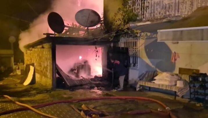 Garaj ve evin çatısı yandı