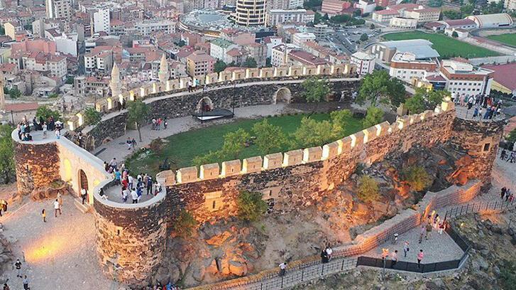 Bilirkişi: Nevşehir Kalesi yenilemeye uygun değildir