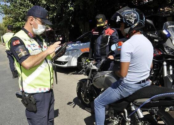 Turgutlu'da kırsal mahallerdeki denetimlerde motosikletlilere ceza yağdı