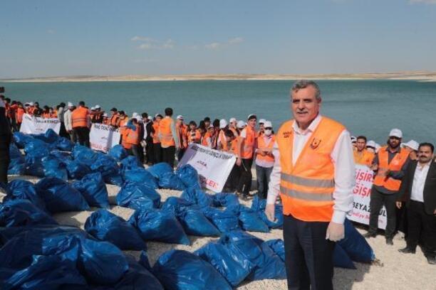 Fırat havzasındaki atıklar 200 gönüllü genç tarafından toplandı