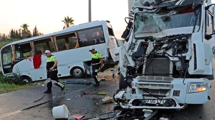 Son dakika... Rus turistleri taşıyan midibüse TIR çarptı! Çok sayıda yaralı