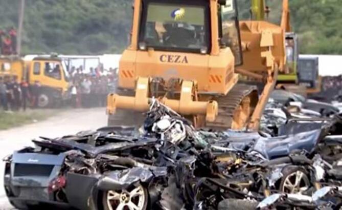 Duterte milyon TL'lik araçları buldozerle ezdirdi