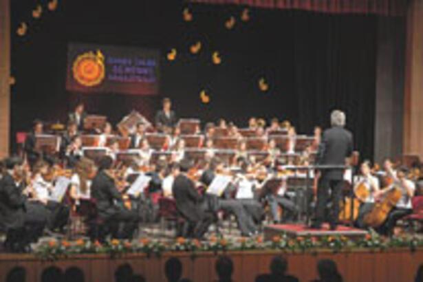 Festivalde çocuk orkestrası