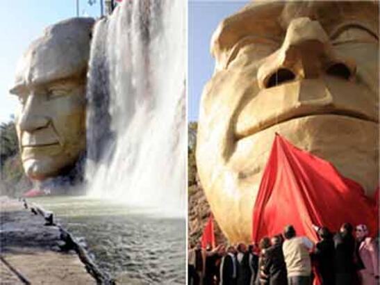 Kepez'de dev Atatürk maskı açıldı