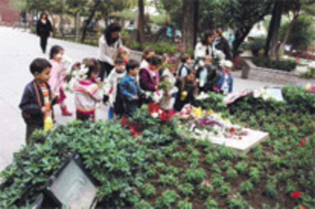 Anaokulu miniklerinden Zübeyde Hanım'a saygı