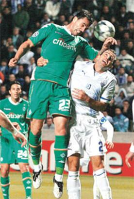 Rumlar, Şampiyonlar Ligi maçında siyasi şov yaptı