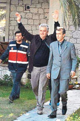 Alaçatı Belediyesi'ne operasyon: 60 gözaltı