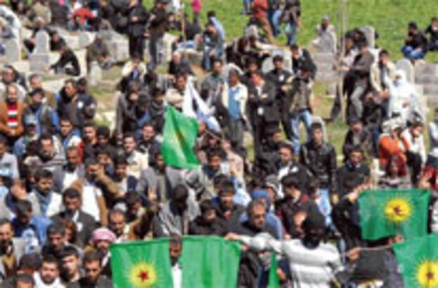 Öcalan eyleminde ölen 2 kişi toprağa verildi