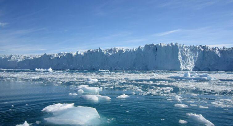 Dünyanın en büyük buz dağı erime yolunda