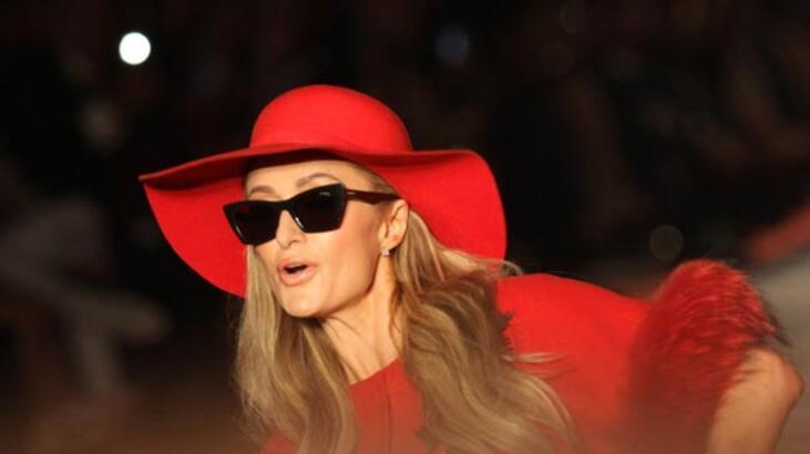 Paris Hilton'un defilede zor anları