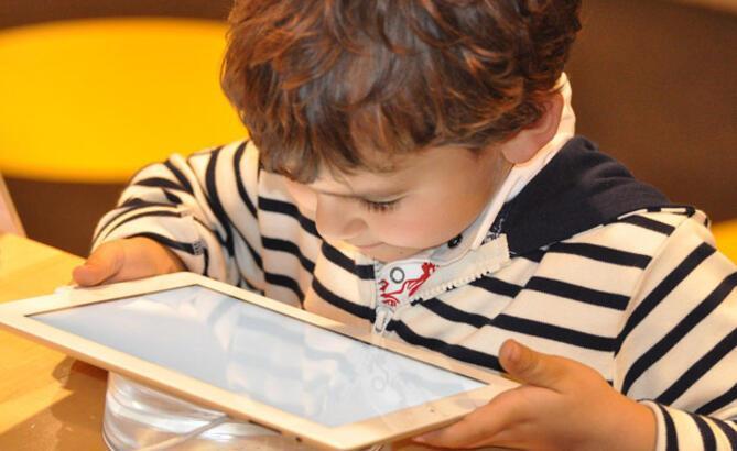 Tatilde çocuğunuzu dijital tehlikelerden koruyun