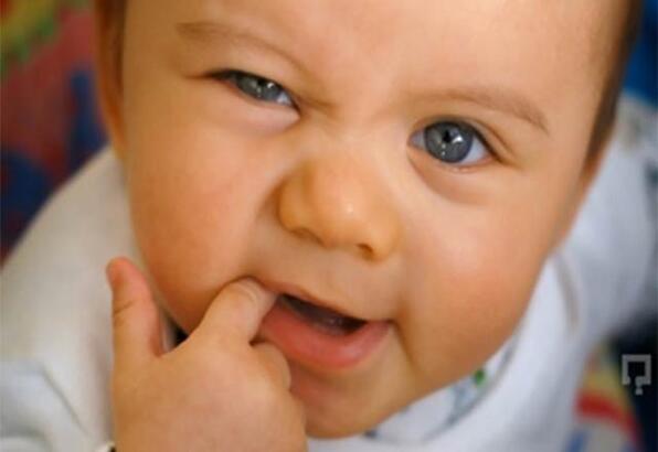 Bebeklerde diş çıkarma belirtileri ne zaman başlar?